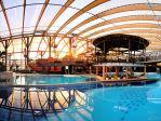 Paradise pool<p>W basenie z krystalicznie czystą wodą o temperaturze 34-36 °C organizm może się doskonale rozluźnić. Ławki do leżenia i dysze masujące to element relaksacyjnego szlaku wodnego. <p>
